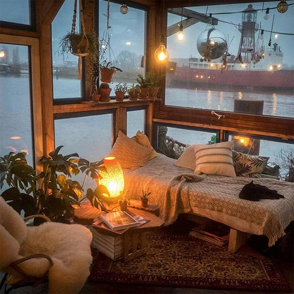 http://blog.chezluc.com/wp-content/uploads/2018/02/cozy-boat.jpg